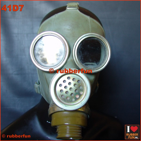 M1M gas mask - used