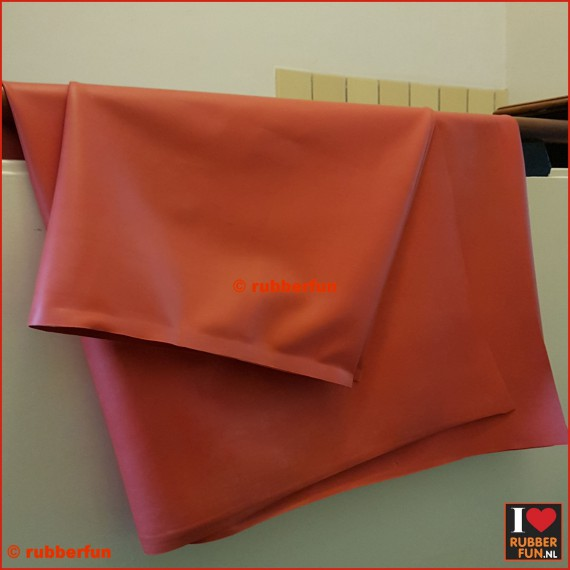 38RN4 - Rubber sheeting - hospital red - NR - 60 cm wide - 0.65 mm thick